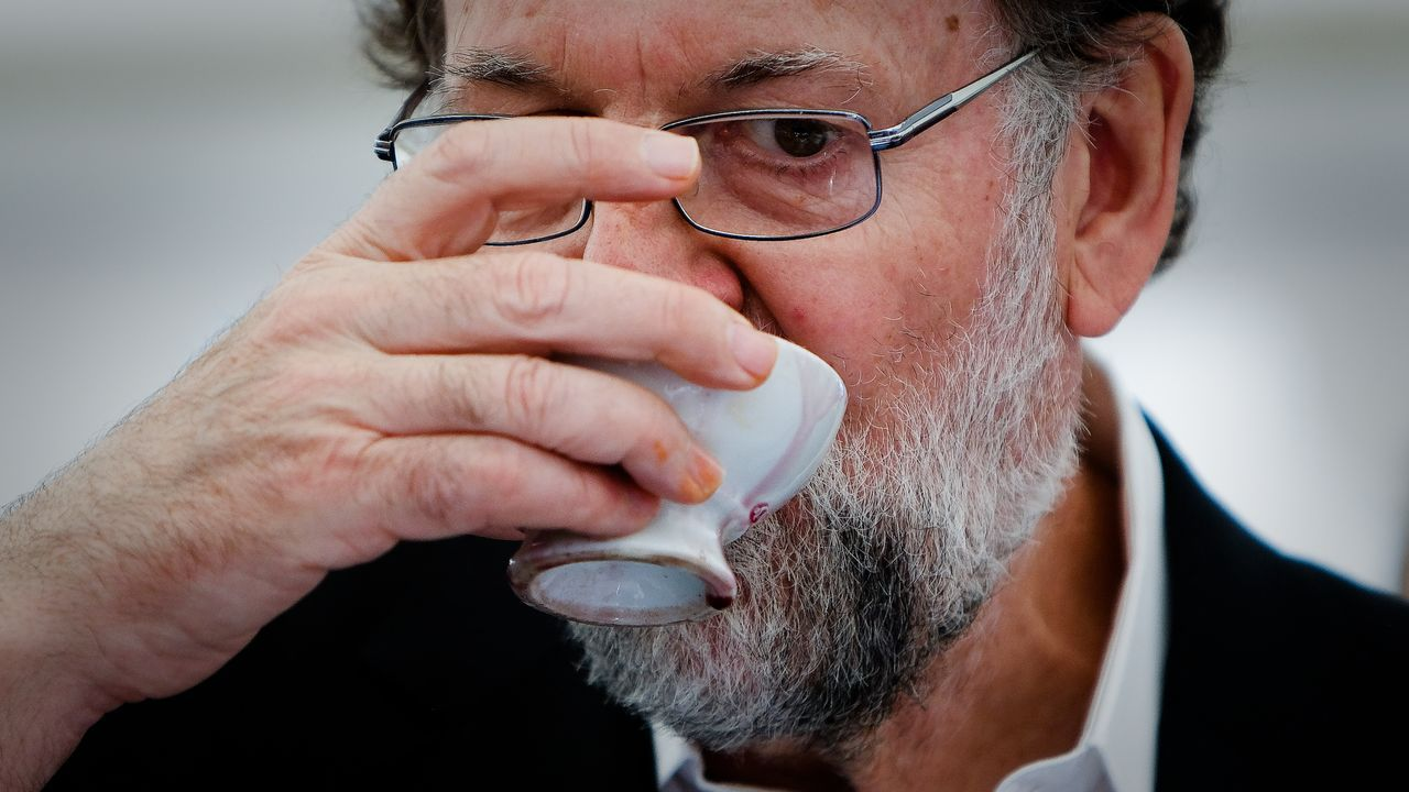 Mariano Rajoy: «Viva el vino del Ribeiro».Casado y Feijoo, en el inicio del curso político, el año pasado, en Cerdedo-Cotobade
