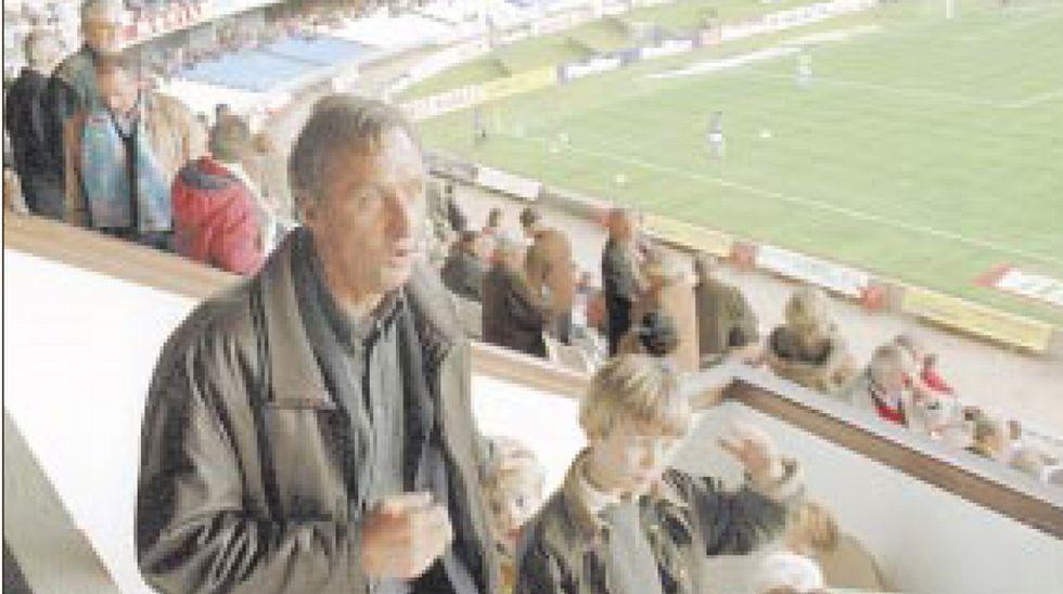 Emotivo homenaje a Johan Cruyff en el Amsterdam Arena.Cruyff, viendo al Celta en Balaídos en 1999, cuando su hijo jugaba en el equipo
