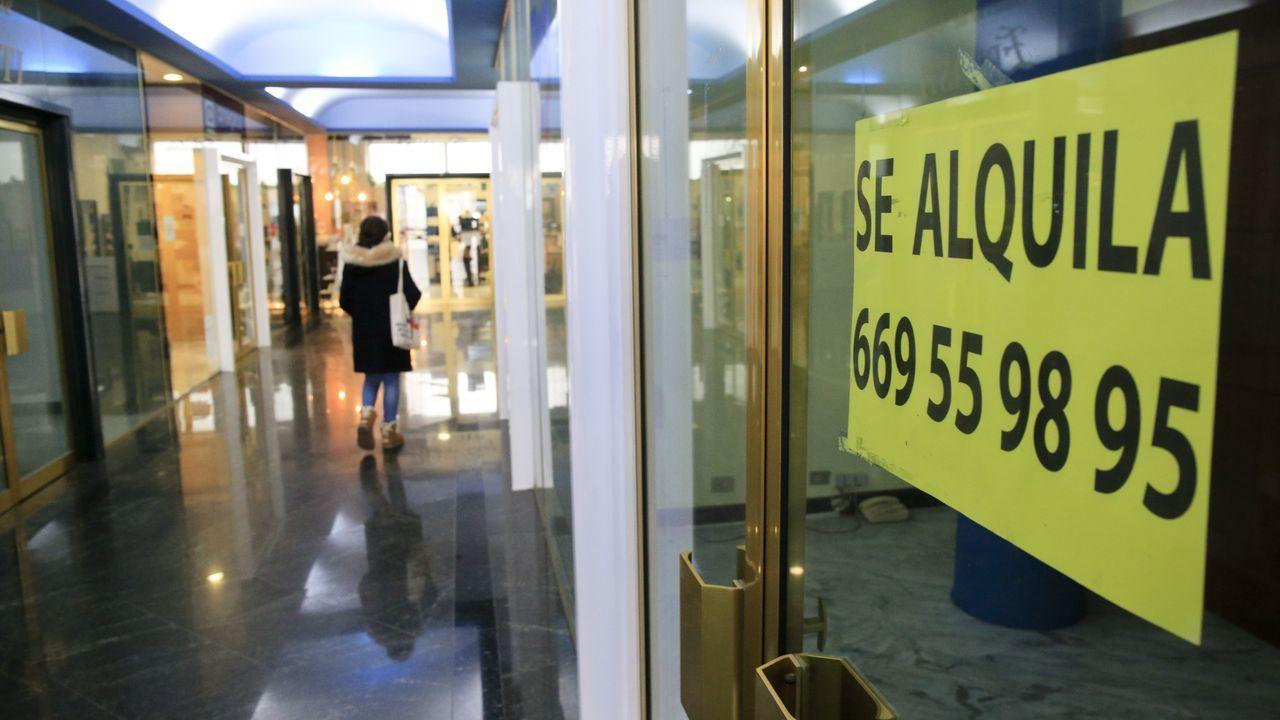 Los carteles de se alquila se suceden en las galerías lucenses