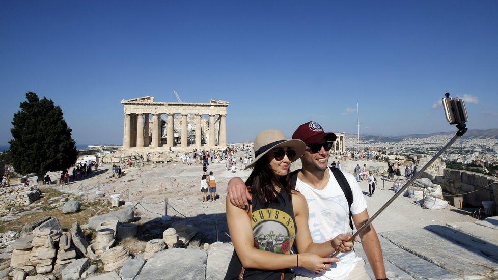 En la Acropolis de Atenas sí esta permitido el uso del palo selfie