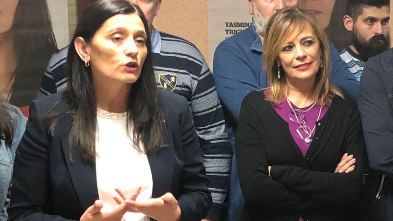 Yasmina Trigueros (izquierda) de IU Castrillón