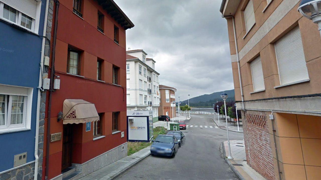 A la izquierda el hotel Casa Tona actualmente. En él se alojó y fue detenido el espía Karl Arnold después de la Segunda Guerra Mundial. Fue extraditado a Alemania y entregado a los aliados