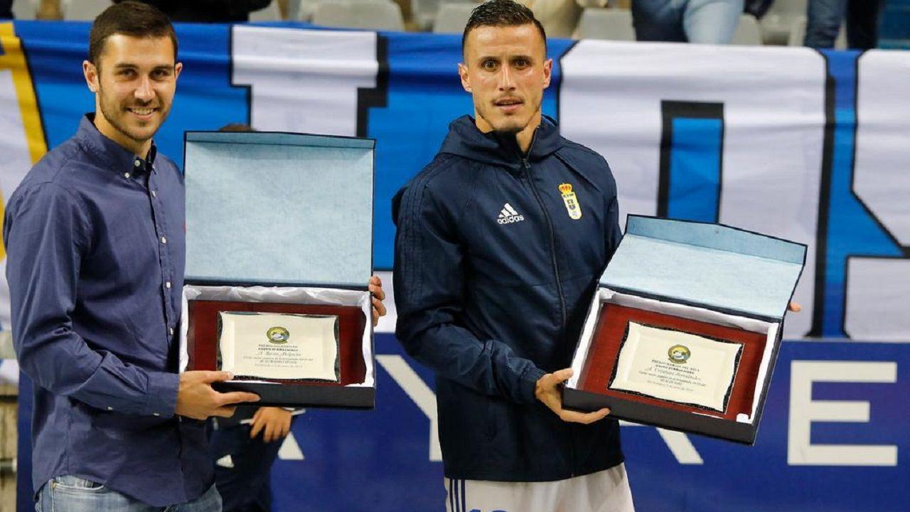 Lucas Ahijado y Christian con los premios entregados por Symmachiarii