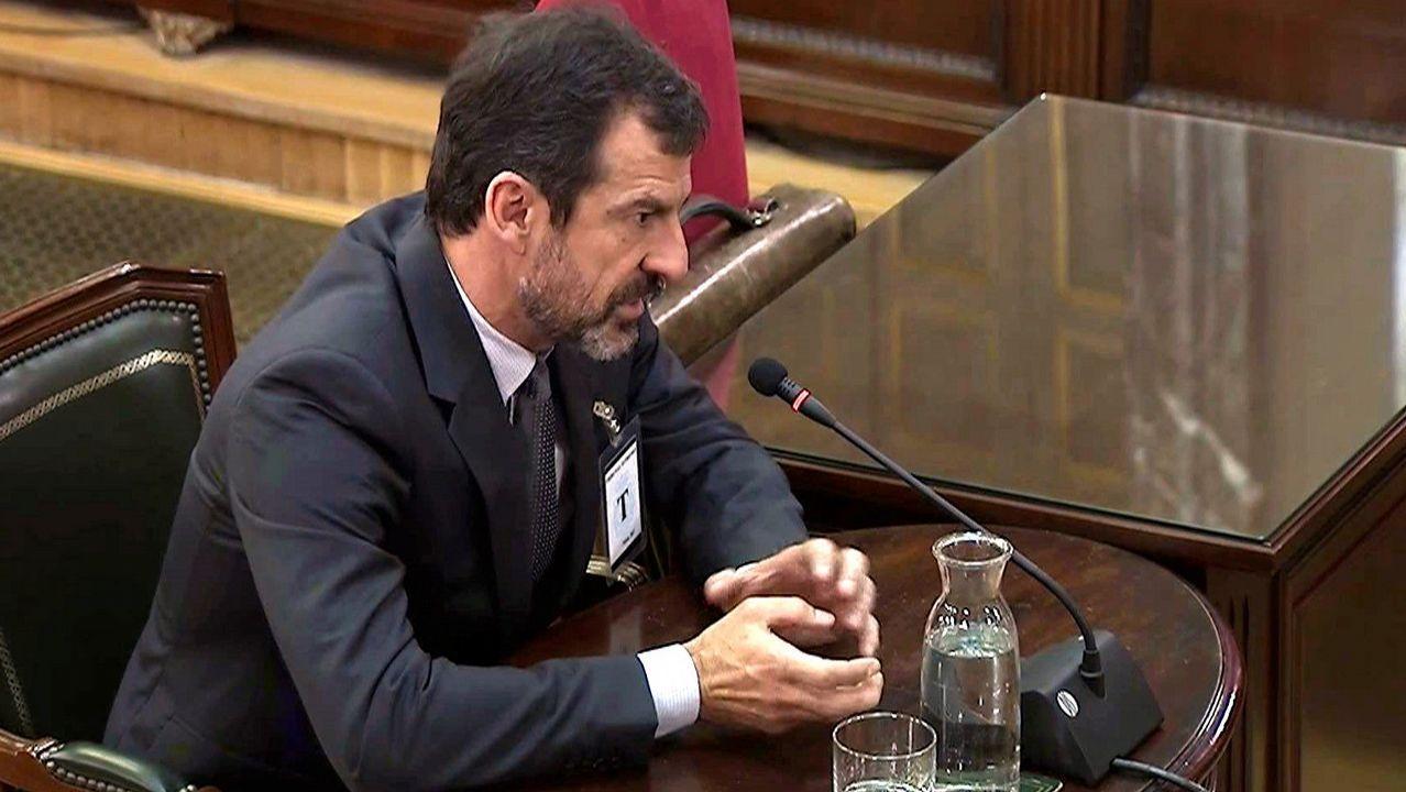 Los Mossos pidieron a Puigdemont que desconvocara el 1 de octubre.El presidente del Parlamento catalán, Roger Torrent,
