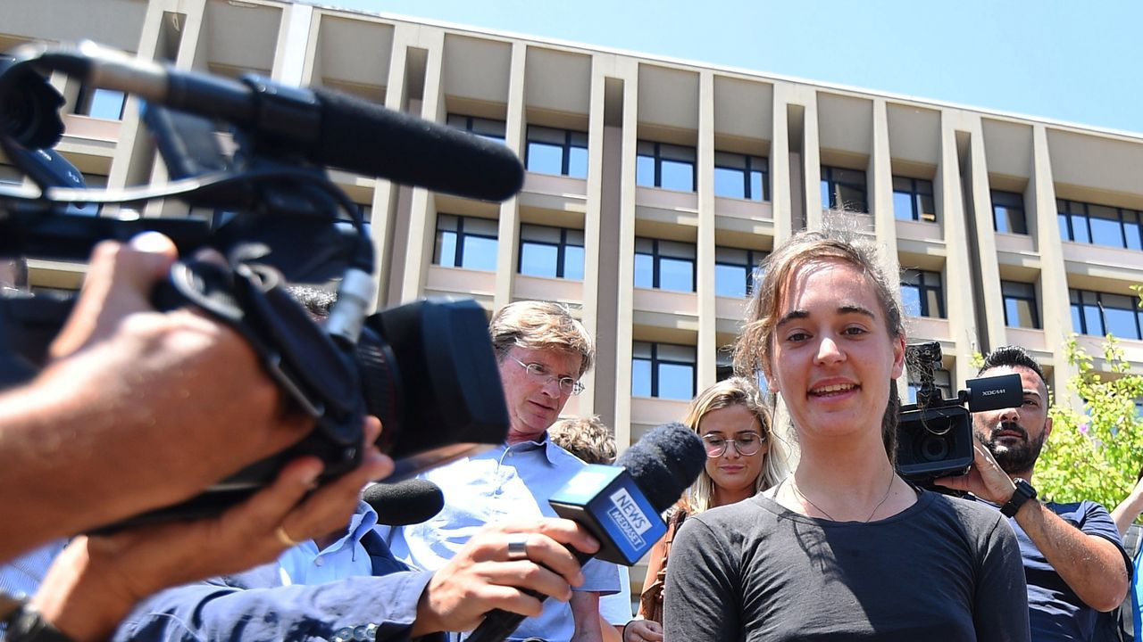 La capitana alemana declara a los medios tras ser interrogada en la mañana del miércoles en Agrigento