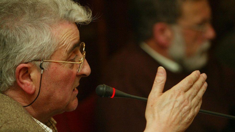 Miramontes hablando desde su escaño en el salón de plenos municipal como concejal de IU en 2004