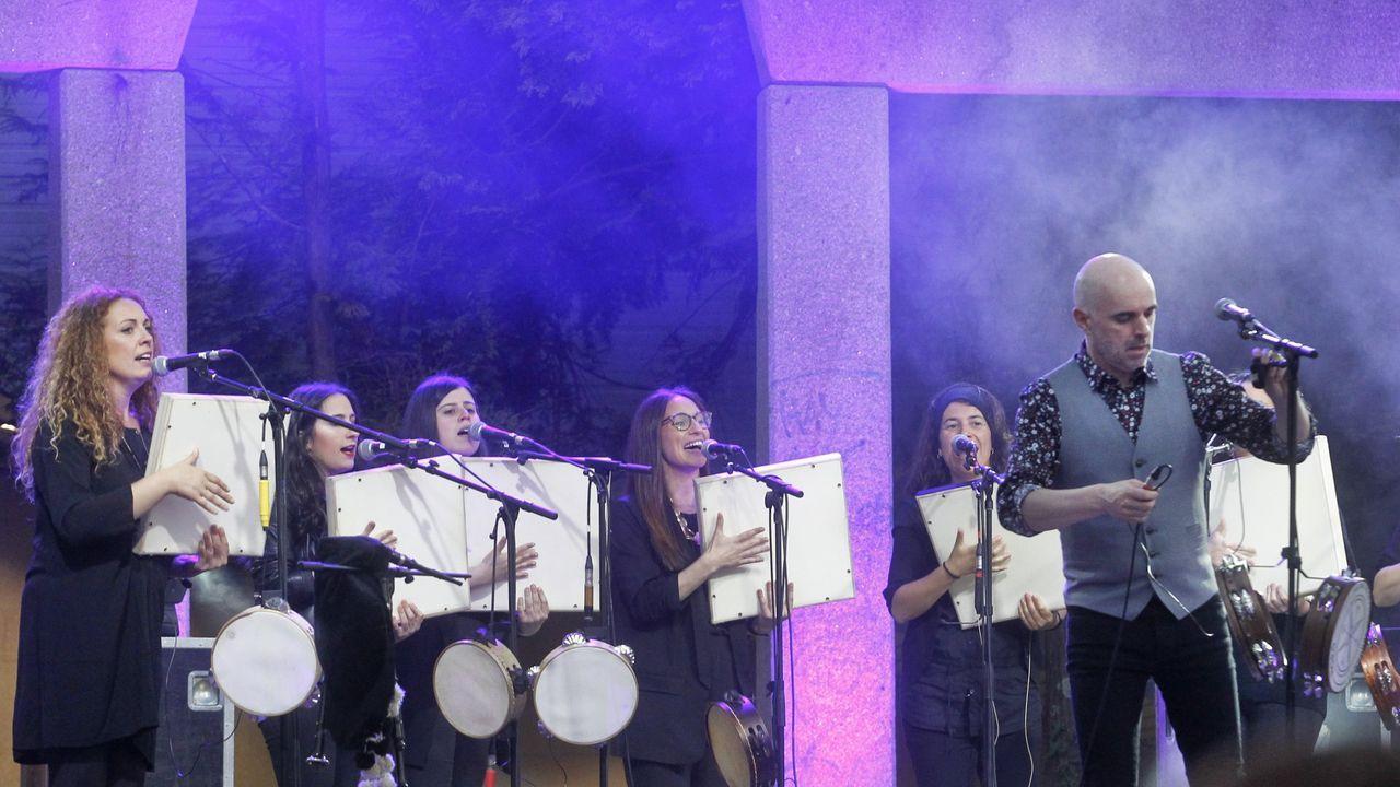 Xavier Díaz e a súa musa Consuelo cantan xuntos.XOEL LÓPEZ