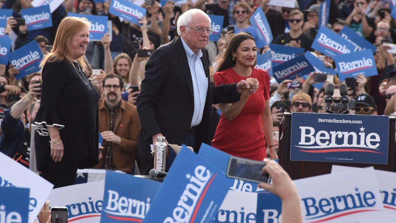 Sanders, en un acto de campaña junto a la congresista neoyorquina Alexandria Ocasio-Cortez  en Los Ángeles