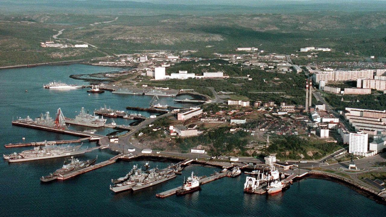 basura, fondo del mar, buzos, residuos, basuraleza.La base naval de Severomorsk, donde se encuentra el submarino