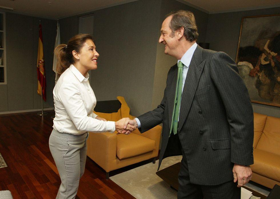 Beatriz Mato e Ignacio de Colmenares sellaron ayer el acuerdo en una reunión en Santiago.