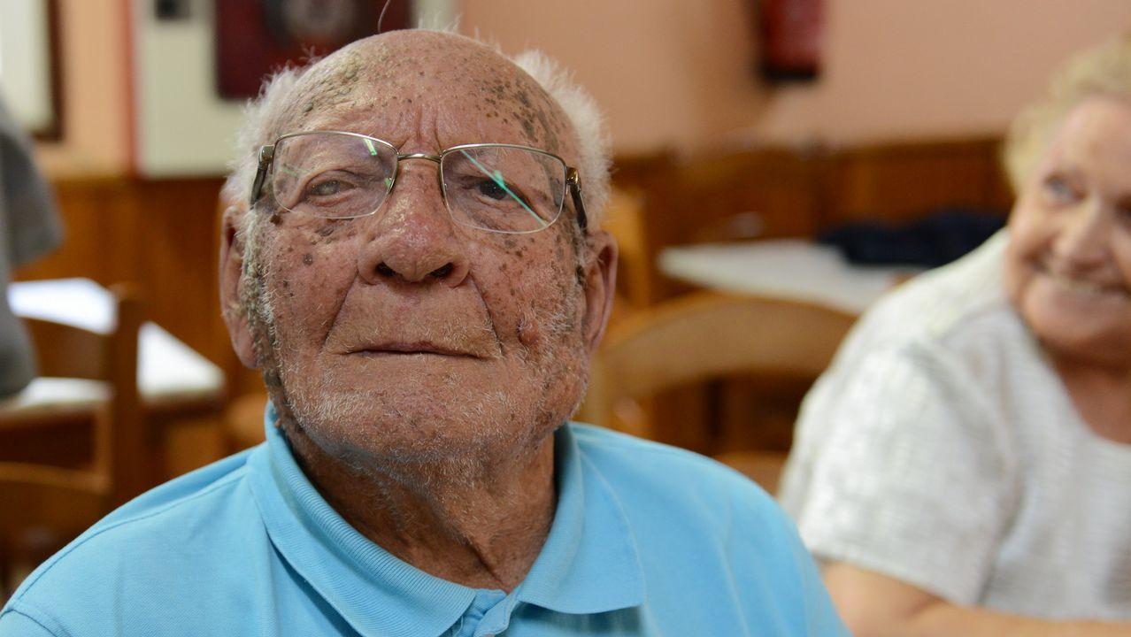 Ramón Taboada, 95. Nació en Cuba y vive en Ourense. Trabajó en la construcción