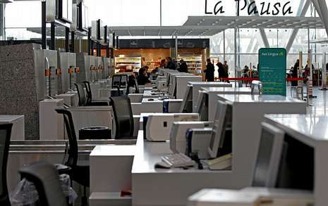 Los hosteleros piden que se aproveche el potencial del aeropuerto y se mire al extranjero.