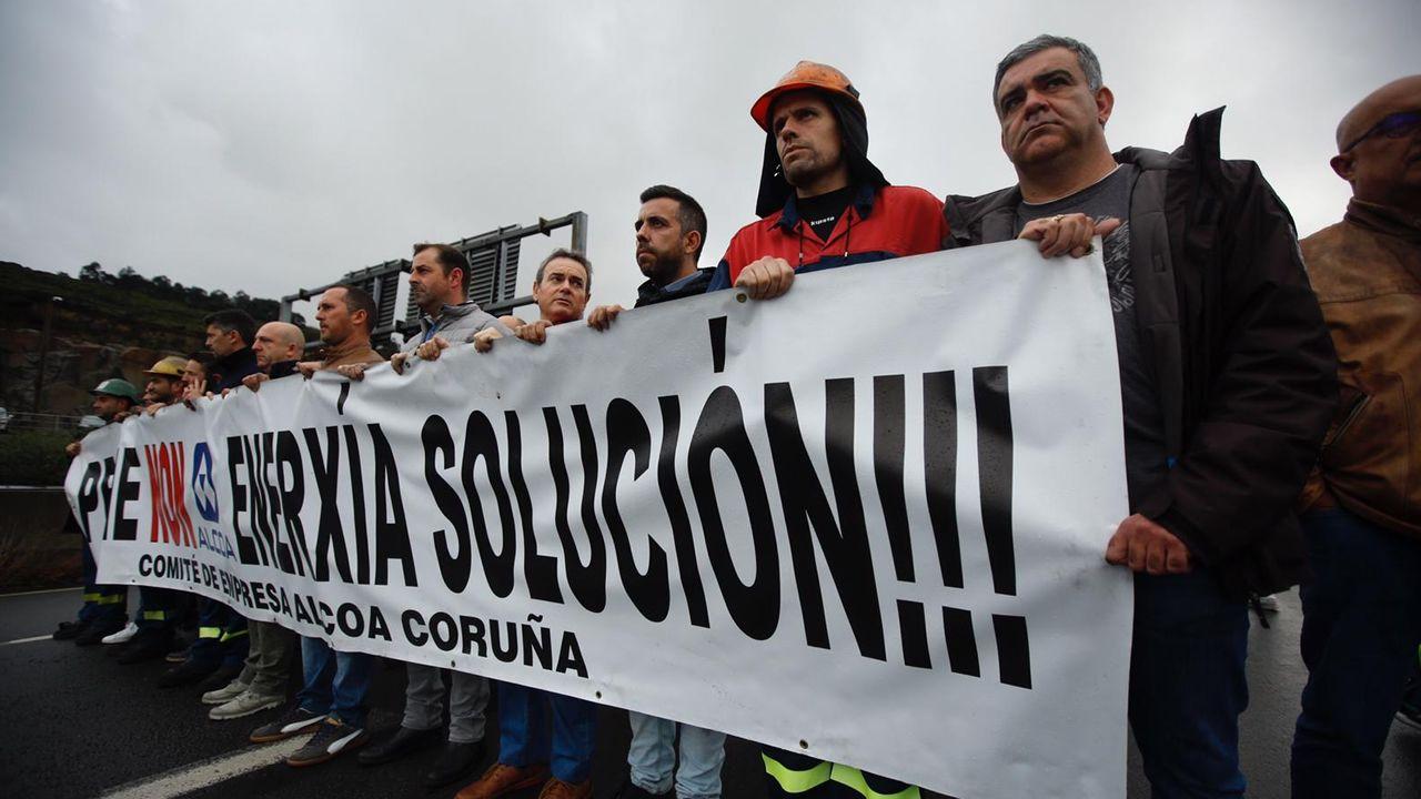 Conmoción entre los trabajadores de Alcoa en A Coruña.Manuel Marchena, en una imagen de archivo, hablando con la ministra de Trabajo en funciones, Magdalena Valerio