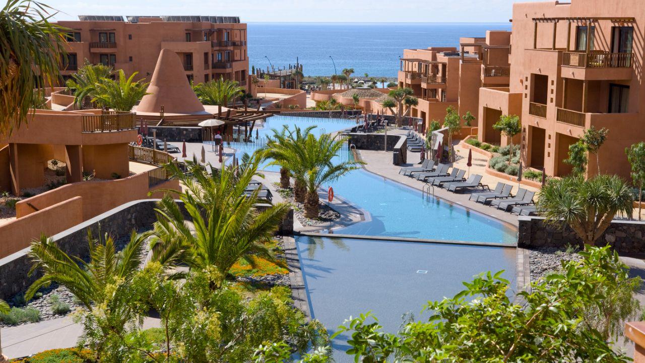 El Barceló Tenerife se integra en el paisaje reduciendo el impacto medioambiental