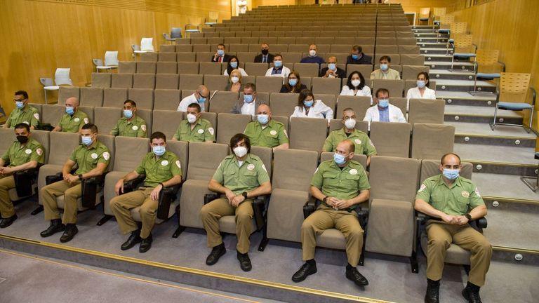 La Policía Nacional homenajea al personal del área sanitaria de A Coruña y Cee y de la seguridad privada