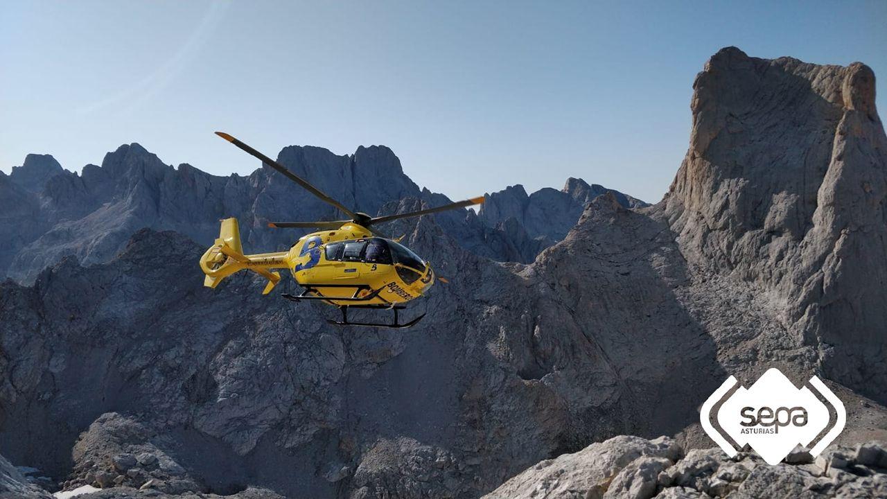 Un helicóptero de SEPA durante un rescate