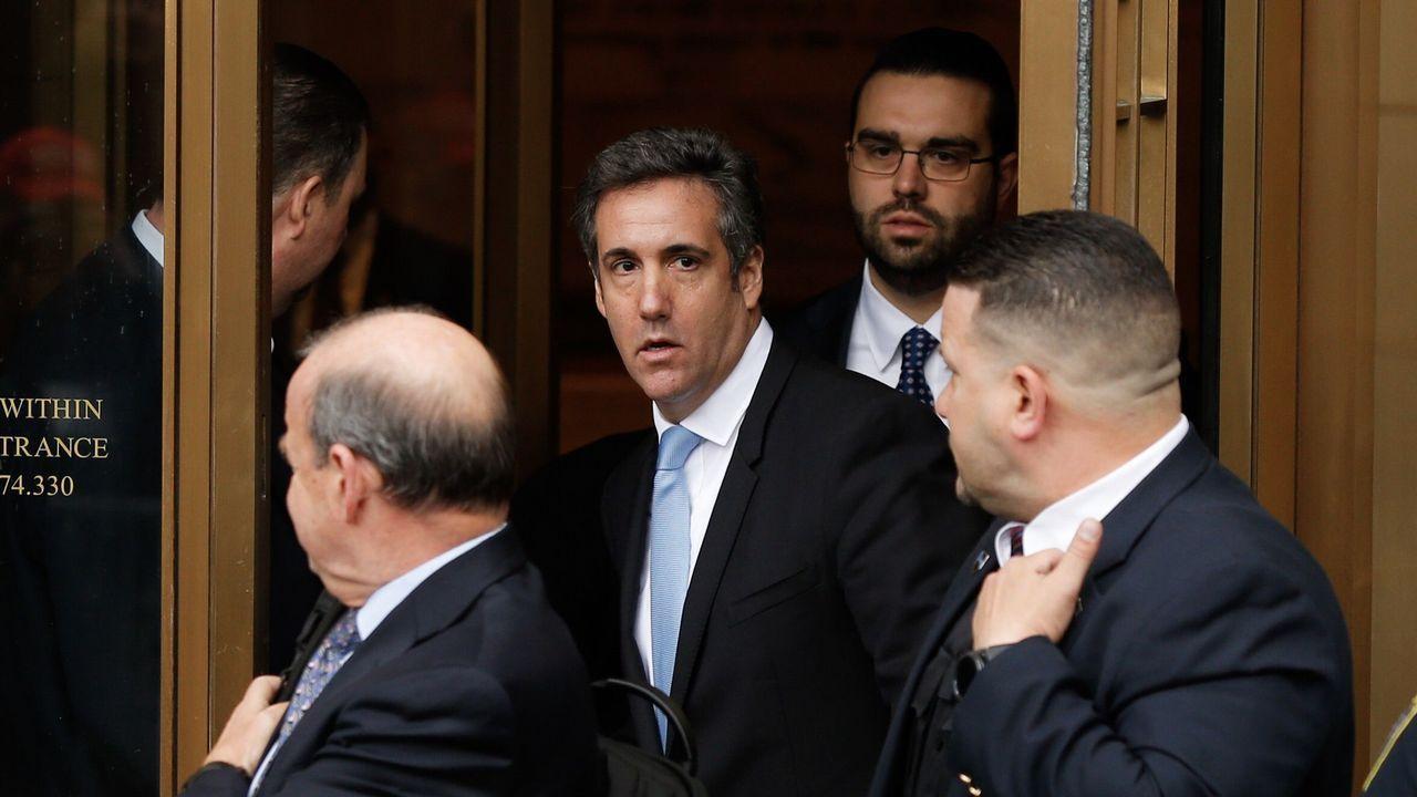 Cohen, con corbata azul, era el abogado de confianza de Trump