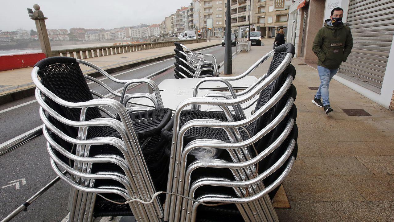 Hosteleria cerrada en el paseo de Silgar, en Sanxenxo