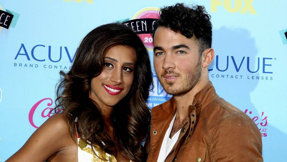 Primeras imágenes de «We Love Tamara».Kevin Jonas con su esposa Danielle Deleasa
