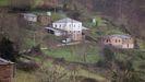 En la aldea de Freixís hay cuatro habitantes nuevos; una familia se ha mudado desde Lugo junto con sus dos hijos