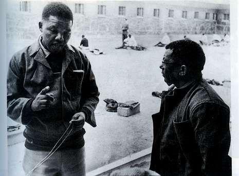Los Critic's Choice, en imágenes.Un joven Mandela con su fiel amigo y camarada Water Sisulu en la cárcel de Robben Island