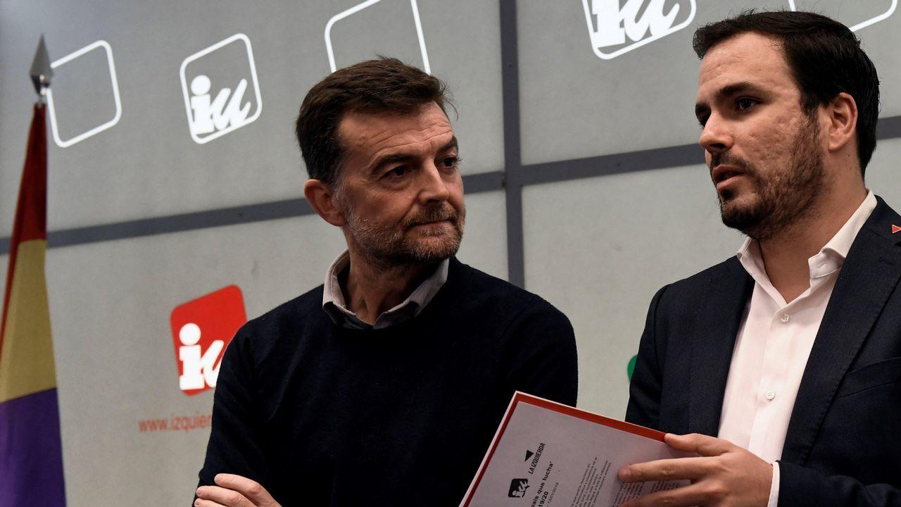 Sede de Izquierda Unida (IU) de Asturias.Alberto Garzón junto al coordinador general de IU Andalucía, Antonio Maíllo