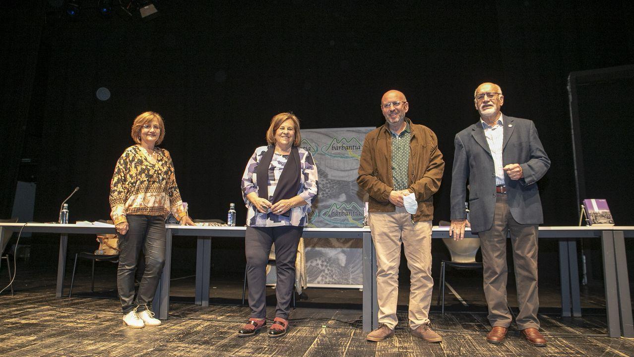 PRESENTACION DEL LIBRO IRMANDIÑAS, DE AURORA MARCO, EN RIANXO, EN EL ACTO MENSUAL DE BARBANTIA.Gravación dunha das sesións que forman parte da programación do FLIV