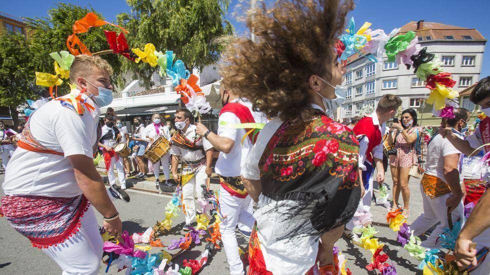 Imagen de archivo de la Danza de Arcos, este verano en Camariñas