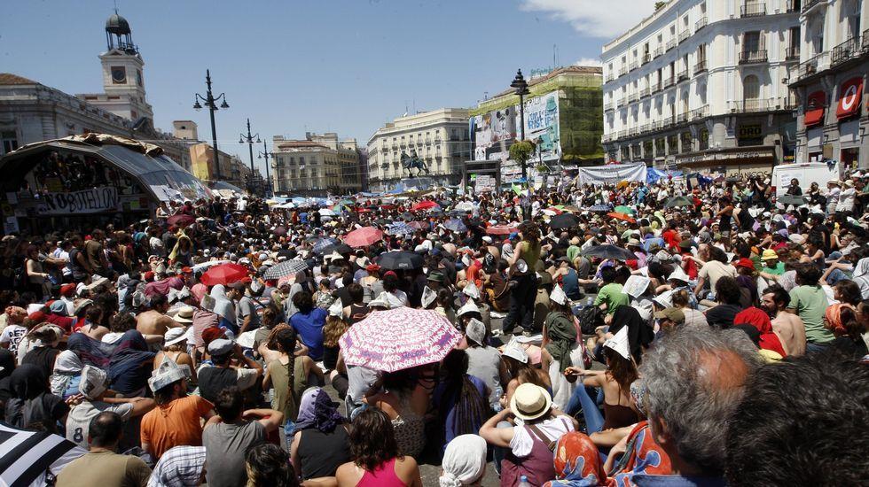 Recuerda en imágenes el 15-M en Galicia.Óscar Rodríguez, Ricardo Pradas, José Luis Pego, Gregorio Gorriarán y Julio Fernández Gayoso