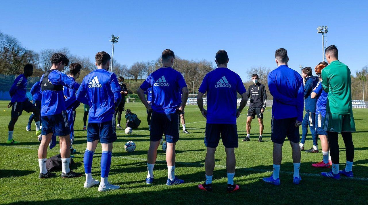 Jugadores del Oviedo, en El Requexón