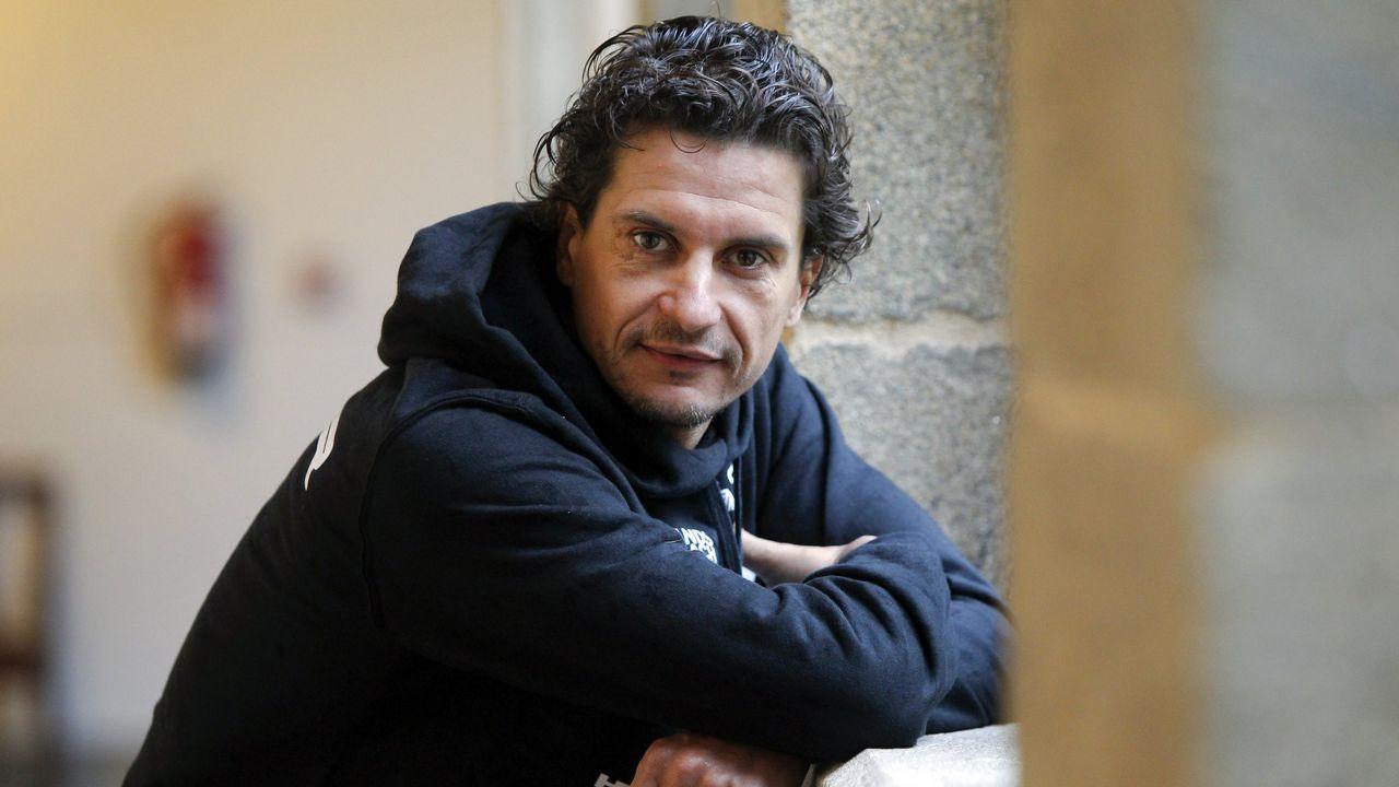 A Malata se llena de sonrisas con la visita de Gómez Noya