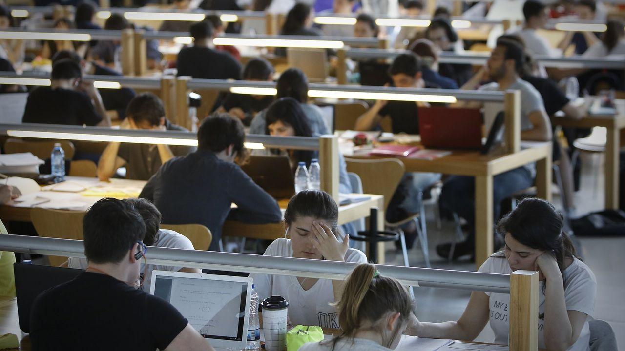 Regresan a Galicia los cuatro estudiantes atrapados en Chile: «Llegamos a pensar que no podríamos volver».Pasillos vacíos en la Facultade de Económicas de la USC