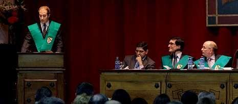 El Colegio Mayor La Estila inauguró el curso con un conferencia de Julio Banacloche.