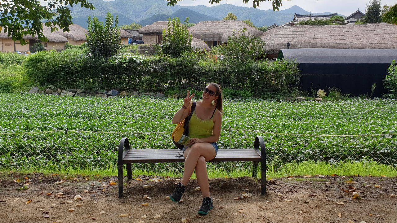 Ana Varela en la aldea Hahoe, patrimonio de la humanidad por la Unesco, en la ciudad de Andong, en Corea del Sur.