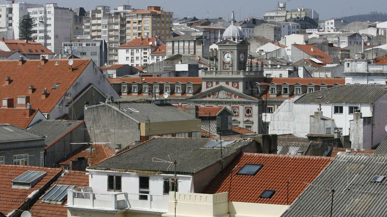 Obras de derribo de un inmueble deshabitado en la plaza de España, dentro del ámbito del plan