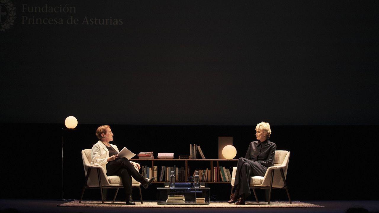 Siri Hustvedt e Isabel Carrera, sobre el escenario del Jovellanos, en Gijón
