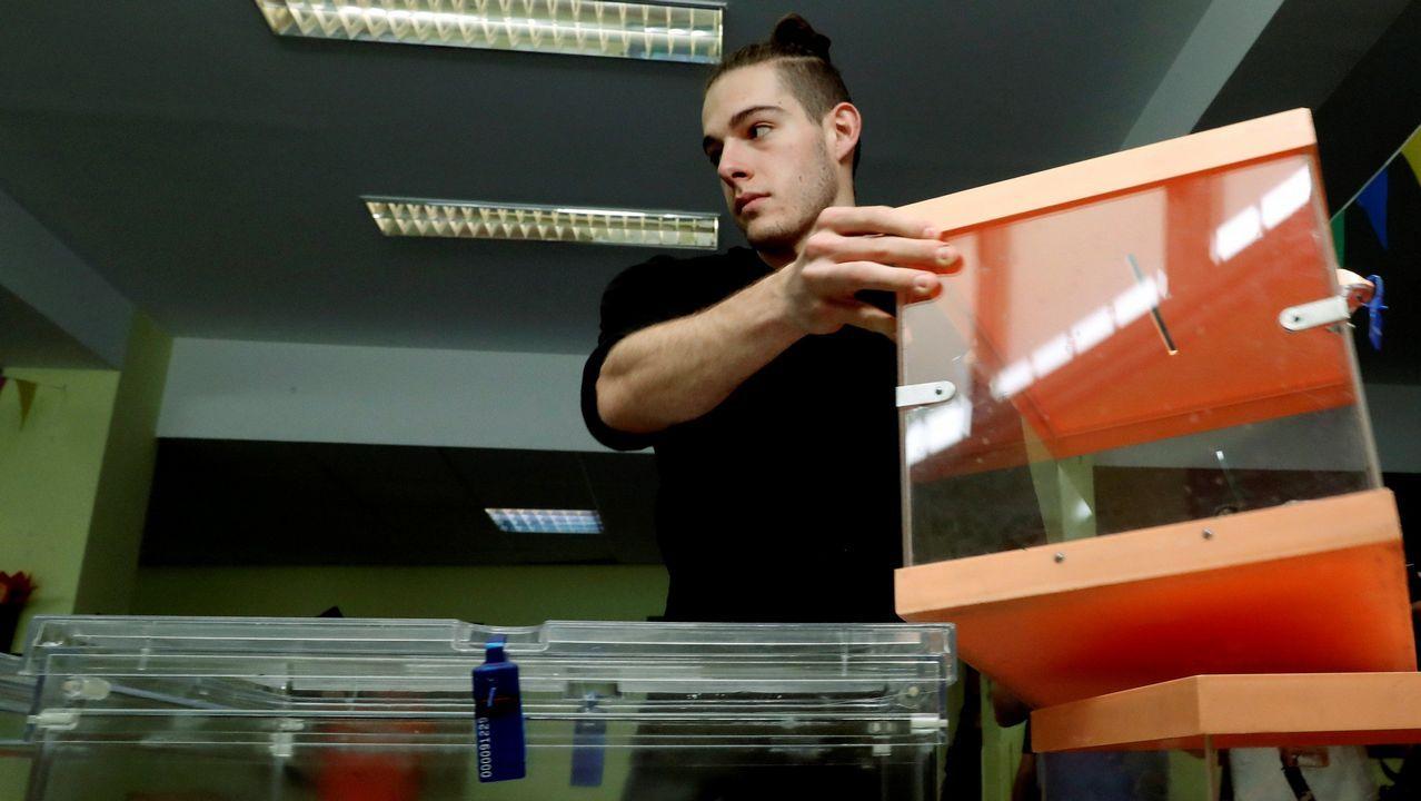 Los candidatos asturianos votan.Urnas