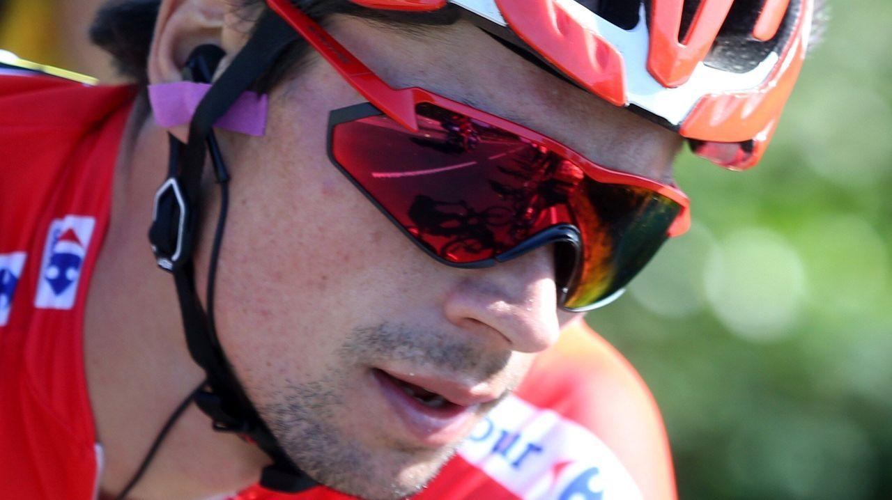 l ciclista esloveno del equipo Jumbo-Visma y líder de la clasificación general, Primož Roglic, junto al pelotón ciclista durante la decimocuarta etapa de la 74th Vuelta a España 2019, con salida en la localidad cántabra de San Vicente de la Barquera y meta en Oviedo