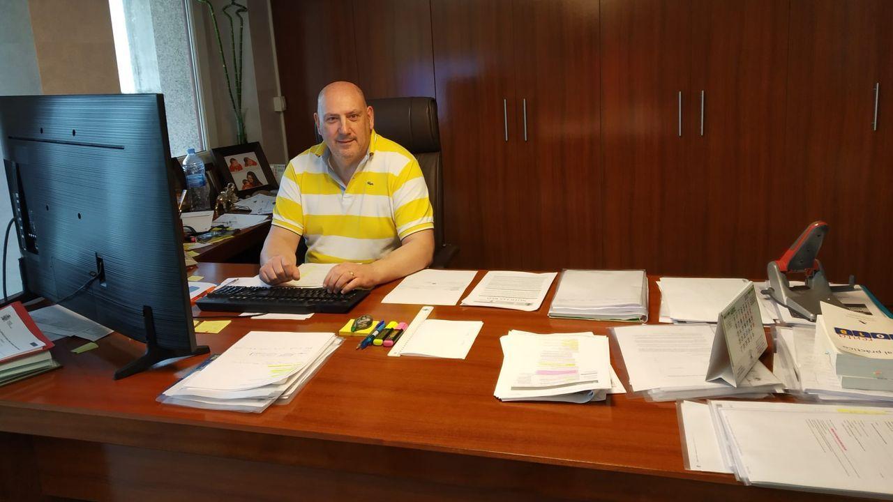 Guillermo Leal, en el despacho de su asesoría
