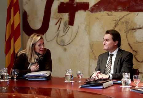 Condolencias a la familia de Adolfo Suárez.Artur Mas acusó a Rajoy de elaborar un plan sobre Cataluña sin tener en cuenta a los catalanes.