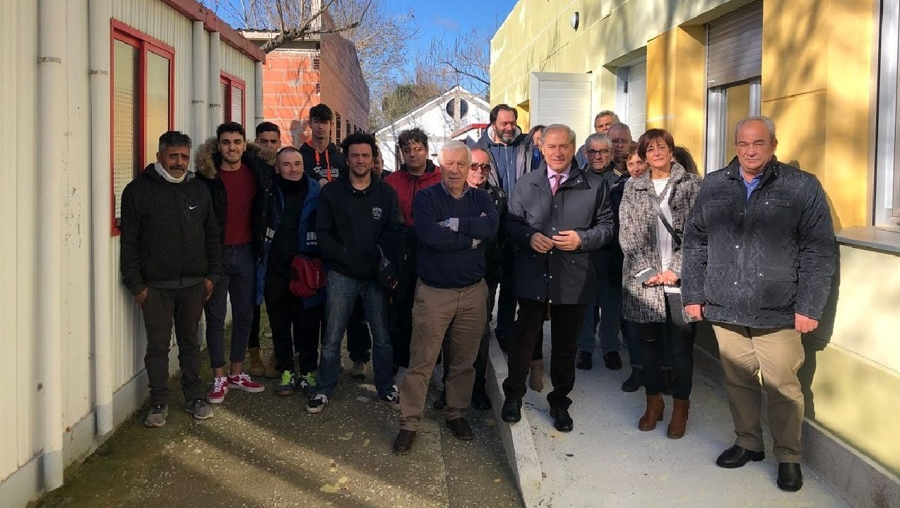 Coincidiendo con el inicio de los trabajos, las instalaciones de la escuela taller recibieron la visita del alcalde, la primera teniente de alcalde y el concejal de Servizos