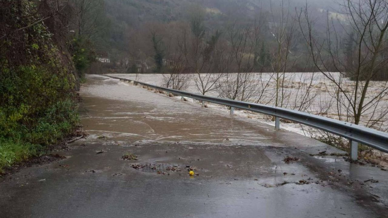 Tramo de la carretera Soto-Godos afectado por la crecida