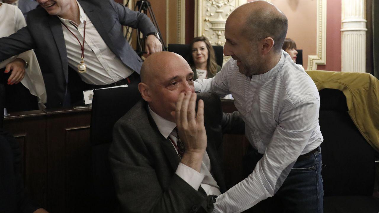 Armando Ojea y Gonzalo Pérez Jácome, celebrando la investidura del día 15 de junio del año 2015