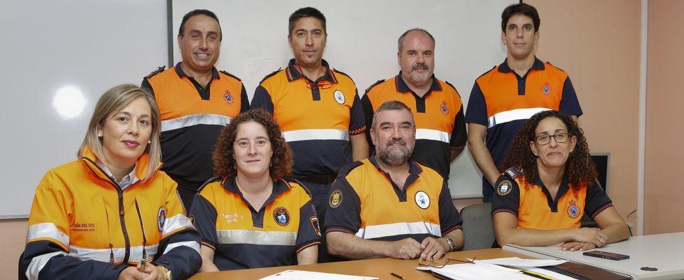 Los bomberos ayudan a los niños a apagar fuegos en la jornada de prevención .Fundación Mapfre y el chef gallego Luis Veira presentan la campaña «SOS Respira», para prevenir las muertes por atragantamiento