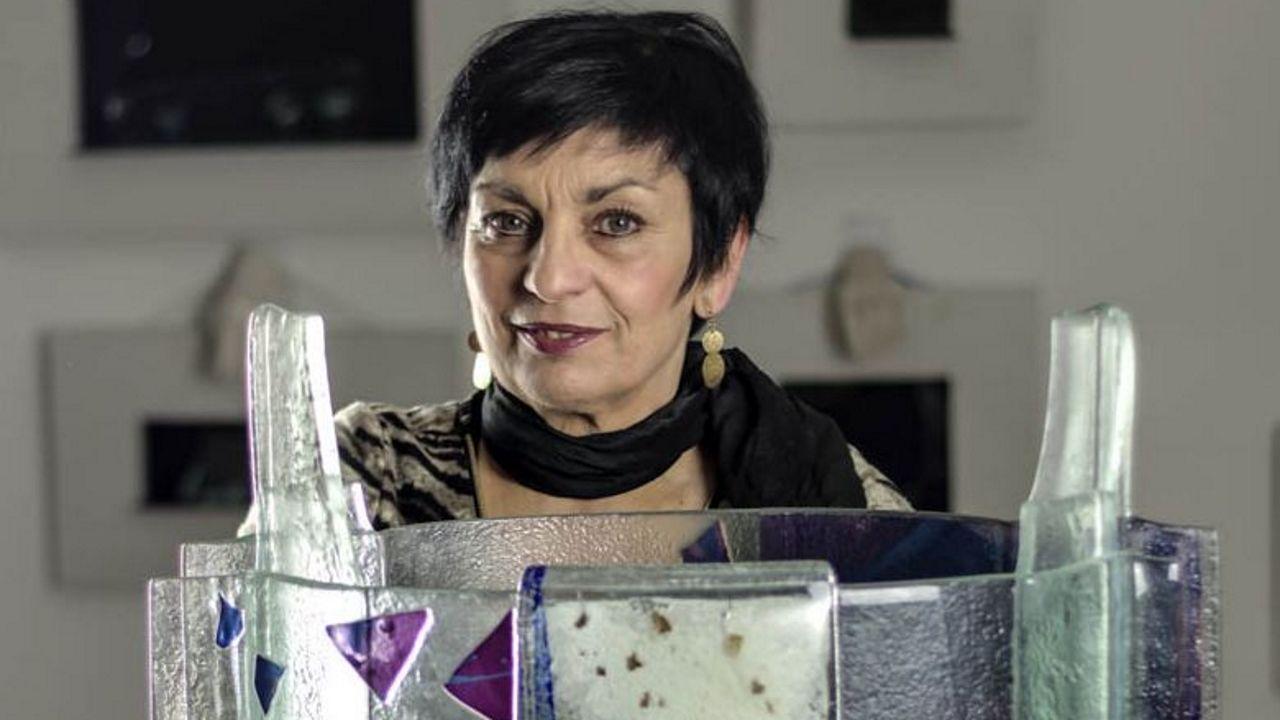 De compras, otra vez.A poeta Luz Pozo asina o primeiro libro da colección, «Follas novas», de Rosalía de Castro