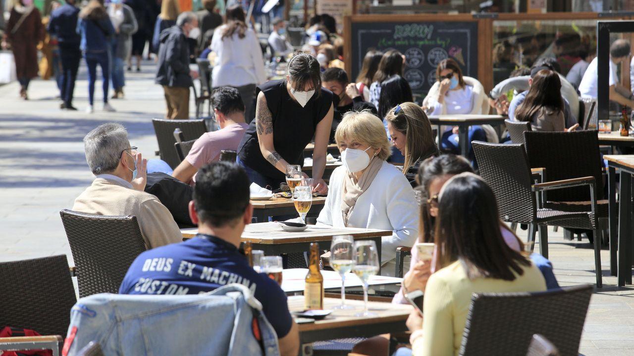 Turistas en la Puerta Santa de la Catedral de Santiago