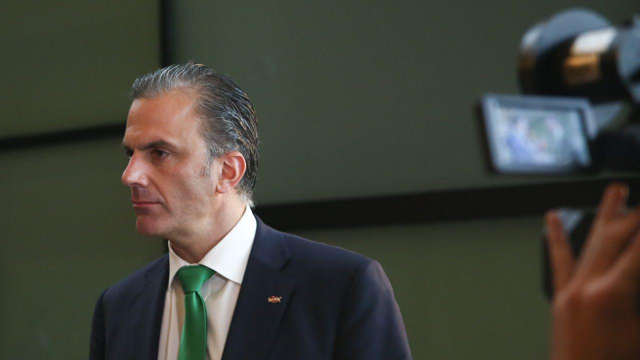 Díaz Ayuso: «Hoy empieza todo, desde luego para mí».Un grupo de personas se concentra a las puertas de La Ingobernable tras la notificación del Ayuntamiento de Madrid para que desalojen el inmueble que okupan