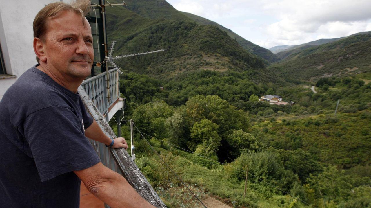 Javier Guitián, biólogo y catedrático de la USC, estudia la flora de O Courel desde hace décadas