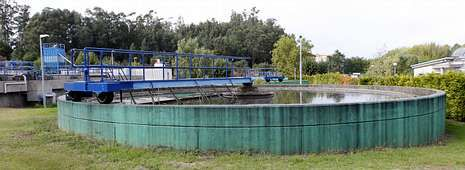 Las últimas novedades tecnológicas, en el Mobile World Congress.Estado actual de la planta depuradora de Redondela, con los tanques que generan mal olor en la zona de la marisma.