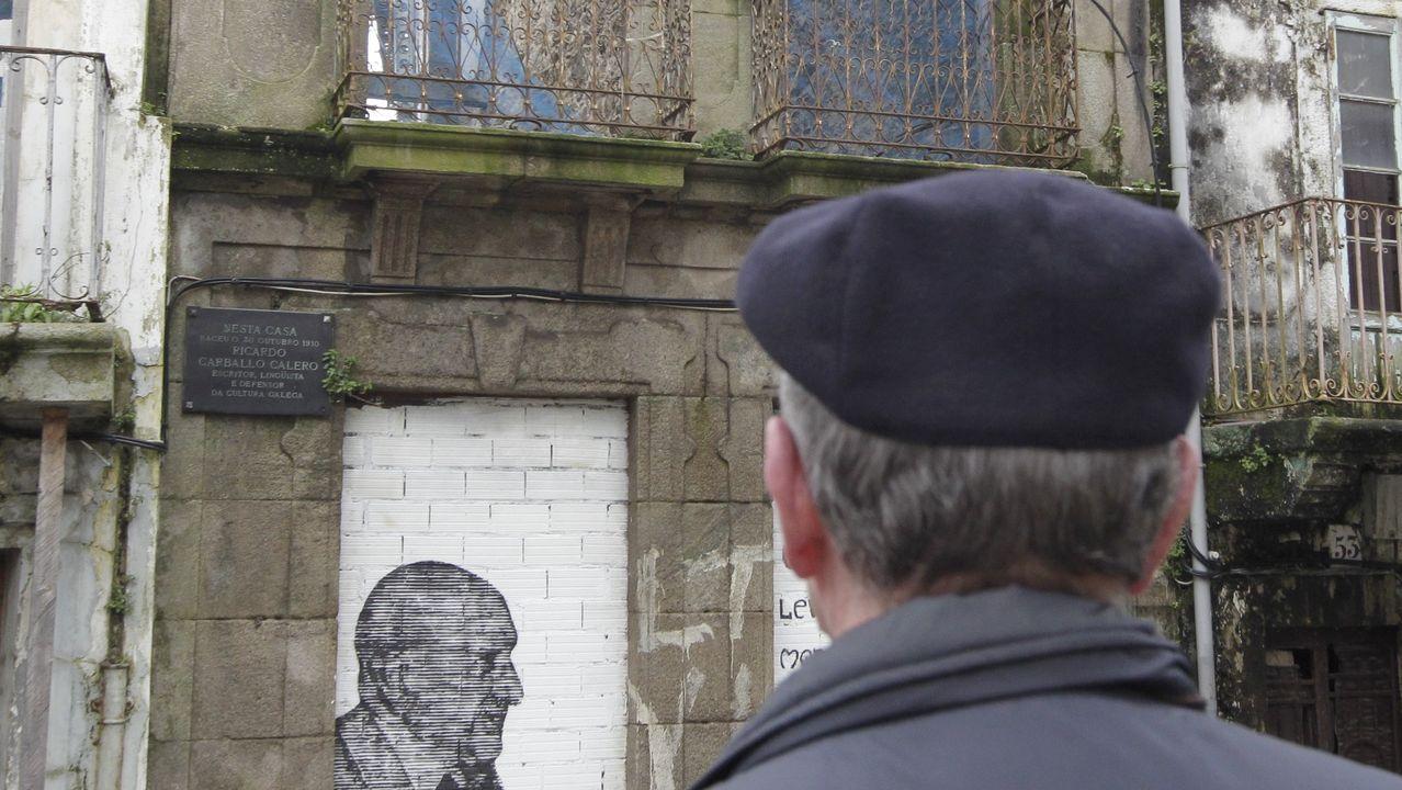 Camiñar polo Ferrol de Carvalho é introducirse, dun xeito moi fermoso, no corazón da súa literatura